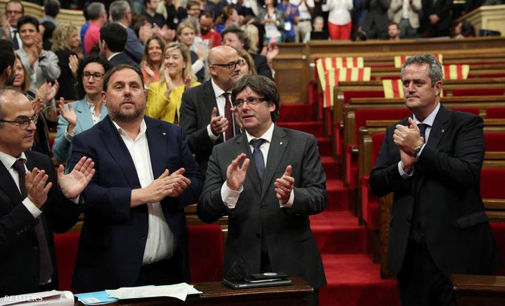 Carles Puigdemont katalán elnök a szavazás után Barcelonában, 2017. szeptember 6-án