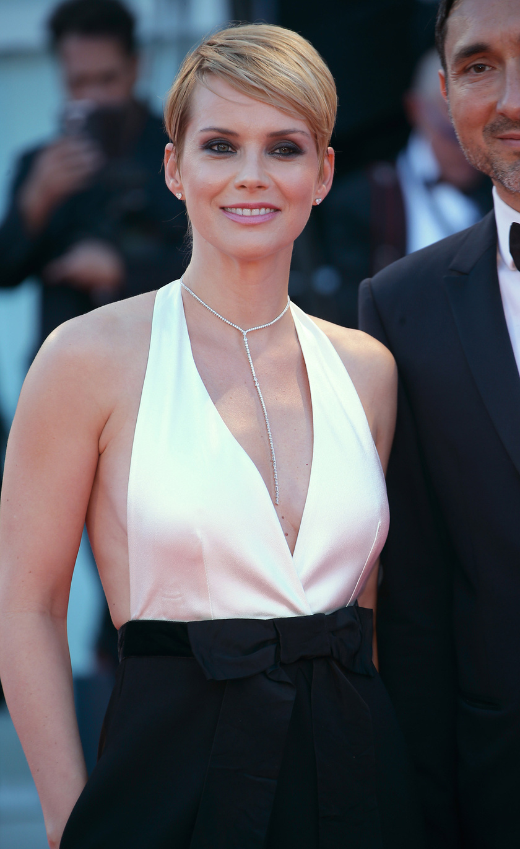 Osvárt Andrea Darren Aronofsky Mother! című pszichothrillerének díszbemutatóján jelent meg a velencei filmfesztiválon.