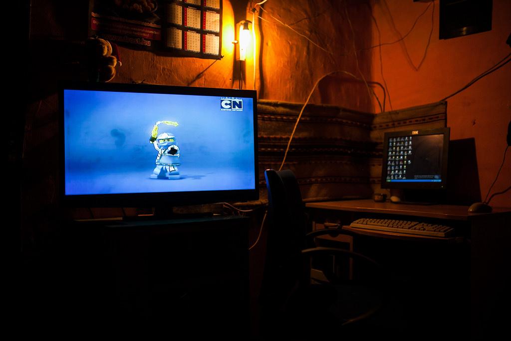 Told, tévé és számítógépAz internet otthoni megjelenésére Kiss Dávid szerint legtöbbször a gyerekeknek van nagy igénye, ez most már leggyakrabban okostelefonon keresztül érkezik az életükbe, annak ellenére, hogy vannak családok, ahol akad egy használtan szerzett régi számítógép is.