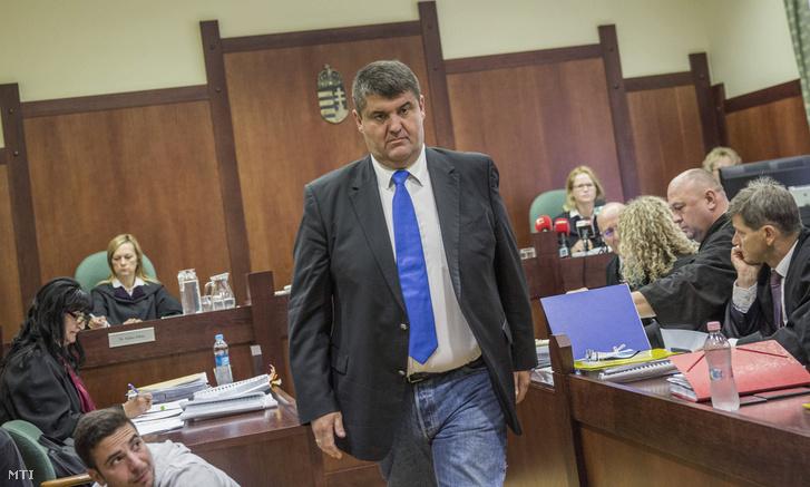 Hagyó Miklós volt szocialista fõpolgármester-helyettes az ellene és társai ellen hivatali visszaélés bûntette és más bûncselekmények ügyében indult per másodfokú tárgyalásán a Szegedi Ítélõtábla tárgyalótermében 2017. szeptember 7-én.