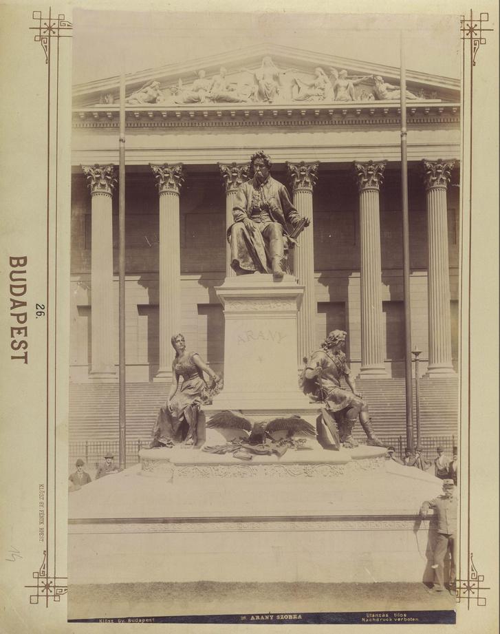 Nemzeti Múzeum, Arany János szobra (Stróbl Alajos, 1893.) a Múzeumkertben. A felvétel 1893 után készült.