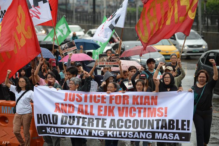 A drogháborús gyilkosságok elleni tüntetés Manilában 2017 augusztus 21-én.