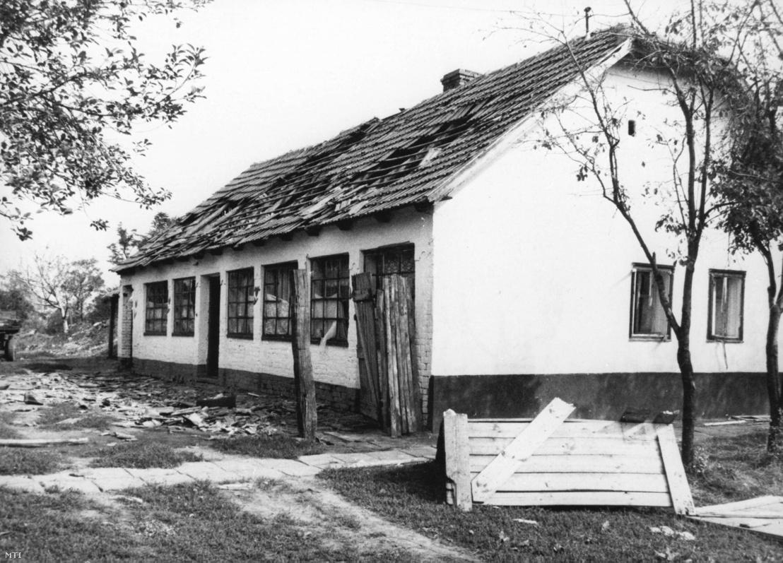 Csurár Gábor megrongált háza Kétegyházán.