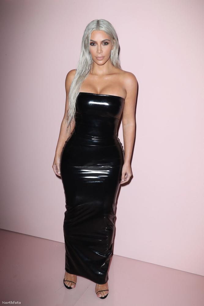 És ebben az összeállításban már csak egy személyt szeretnénk önnek megmutatni: ő Kim Kardashian, aki ismét platinaszőkére szívatta a haját, és guminőnek öltözött.