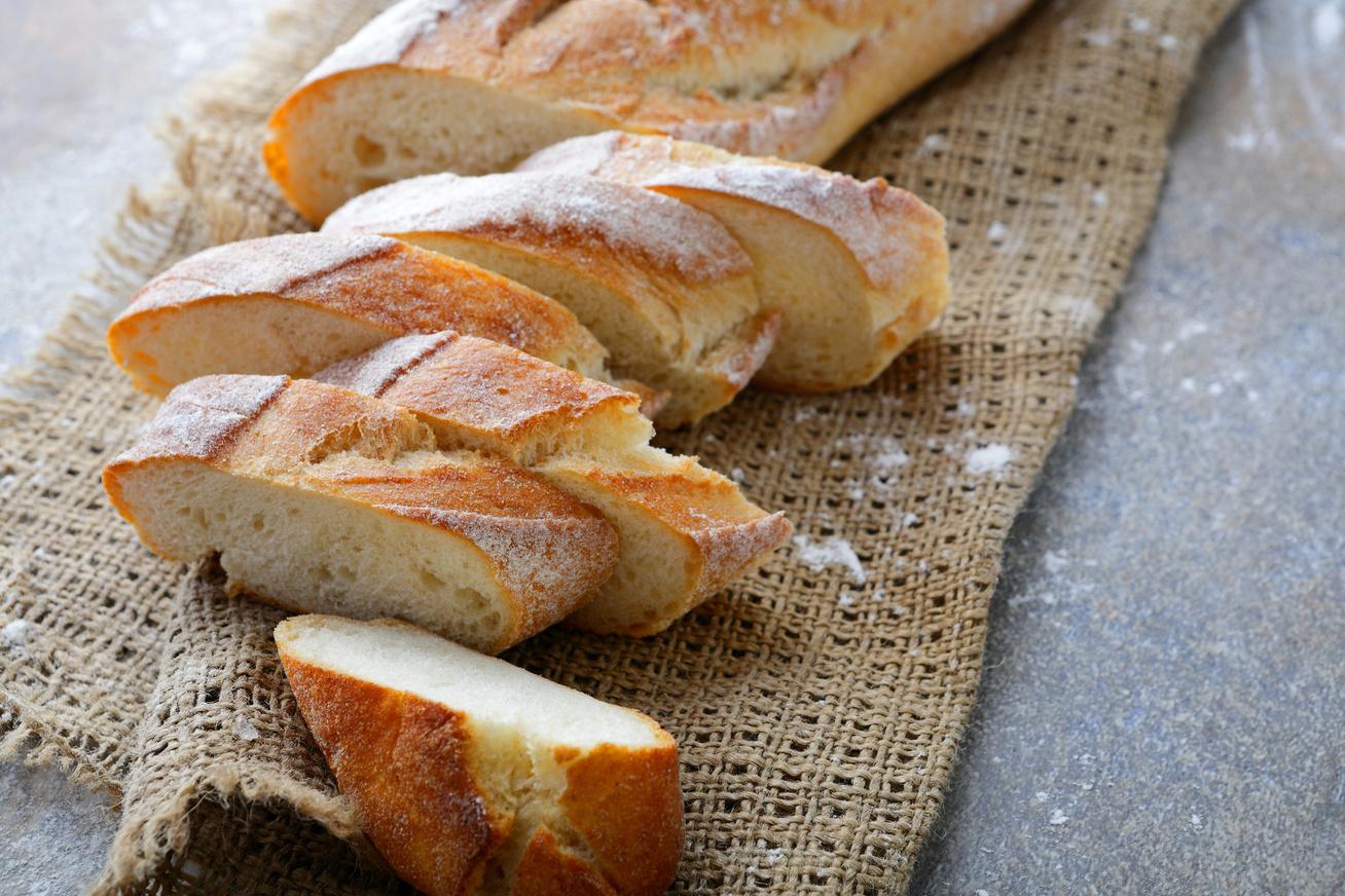 Ropogós, foszlós francia bagett, aminek a receptjét párizsi barátnőmtől kaptam