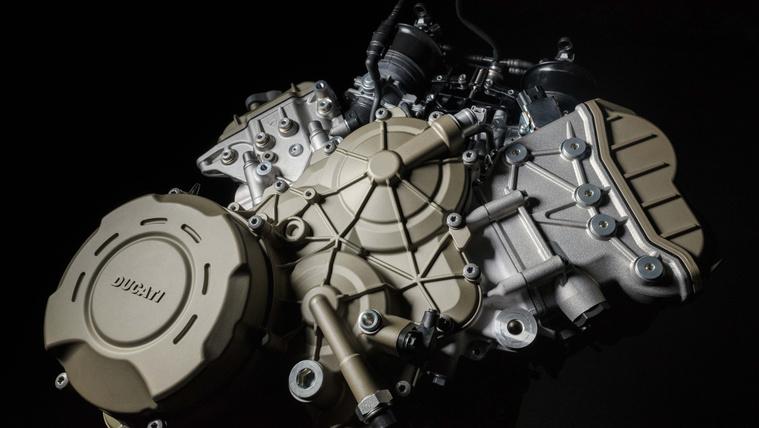 Ducati-Desmosedici-Stradale-V4-engine-23