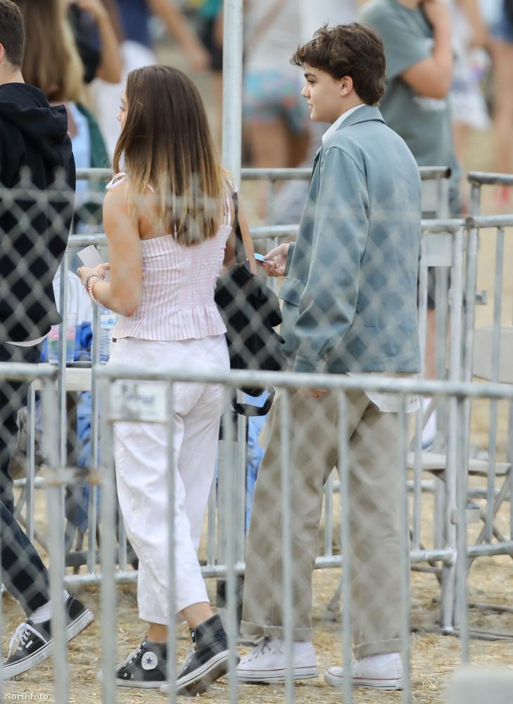 Ha szeptember első napjaiban Malibu felé vette volna az irányt, feltűnt volna önnek, hogy egy világsztár gyereke sétálgat ön előtt?