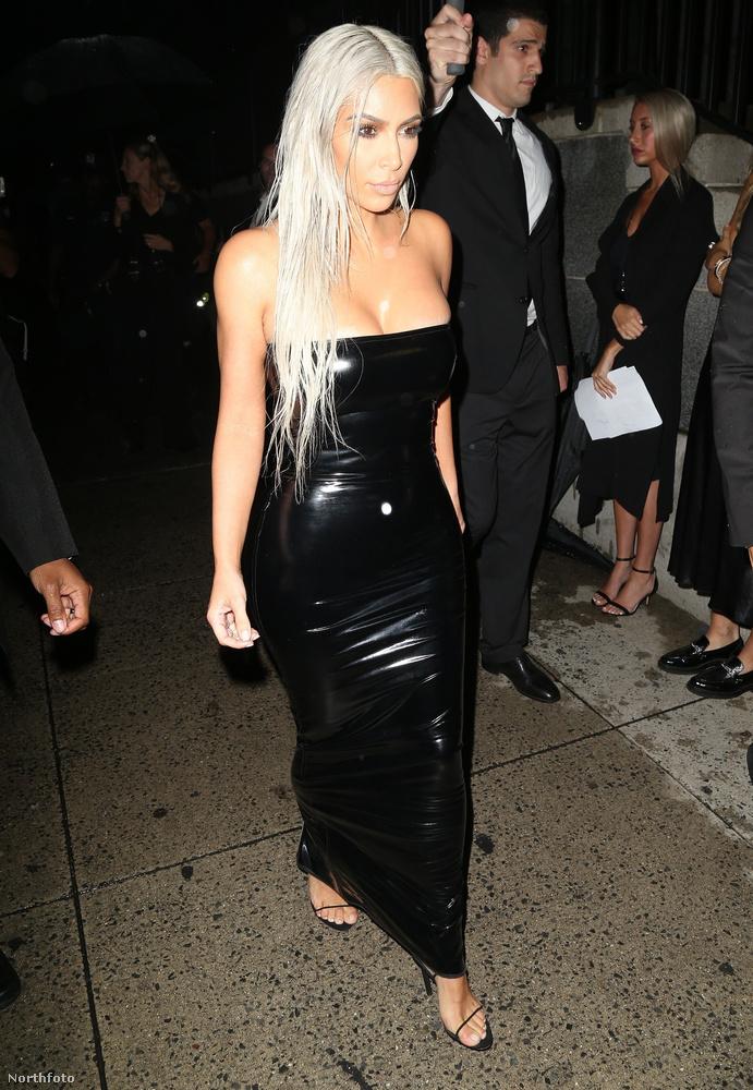 A US Weekly, ahol a sztorit olvastuk, kajánul azt is megjegyezte, hogy néhány nappal az interjú megjelenése előtt jött ki a Harper's Bazaar Arabia új száma, amelynek címlapján Kim Kardashian szépeleg