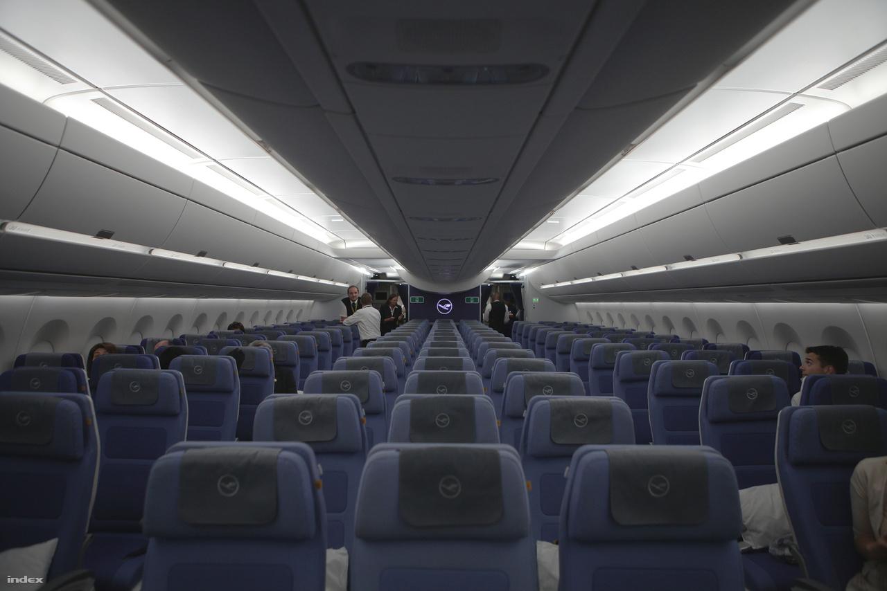 Az Airbus A350 nappali mód fényei.