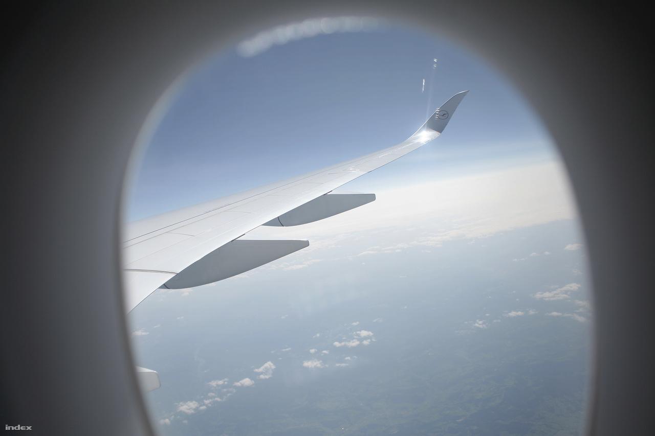 Manapság nincs új utasszállító fölfelé kanyarodó szárnyvég (avagy hajlított winglet) nélkül. A NASA által a hetvenes években kifejlesztett winglet jelentősen csökkenti a szárny végén keletkező légörvényeket, csökkentve ezzel a repülőgép légellenállását.