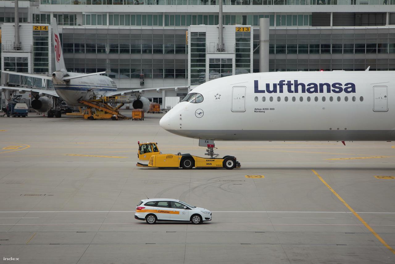 A gépek Münchenben állomásoznak, Bostonon, Delhin és Mumbaion kívül szeptember 12-től már Hongkongba is repülnek.