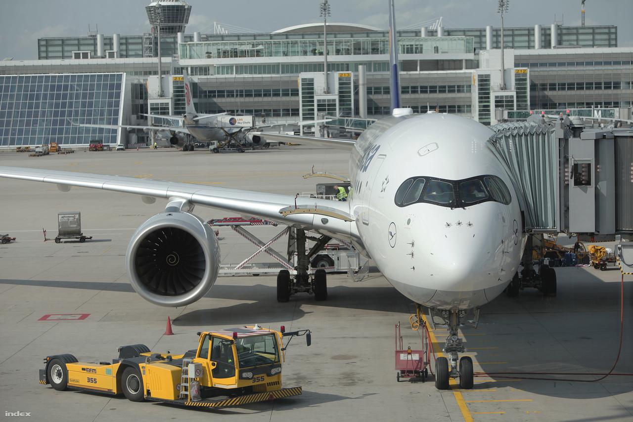 A Lufthansa jelenleg meglévő öt Airbus A350-900 utasszállító repülőgépe közül az egyik a müncheni repülőtéren.