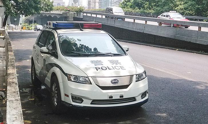 A BYD egy Kínában menő villanyautója, az e6-os rendőrautóként