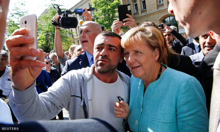 Egy szelfi Angela Merkellel 2015 szeptemberében Berlinben