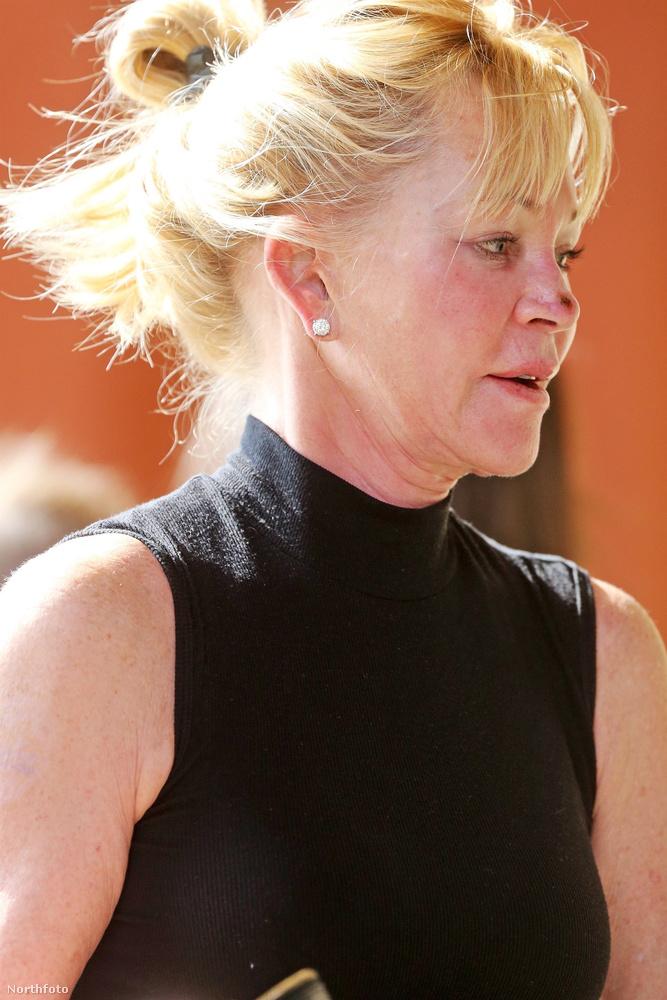 Melanie Griffith szeptember 8-án elugrott bevásárolni, és pechjére volt néhány fotós is a bolt körül.
