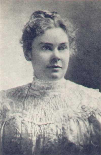 Lizzie Borden legendája sokak számára ismerős lehet, de azért nem árt feleleveníteni a tényeket: Borden 1860-ban született Massachusetts-ben, és mivel anyja pár évre rá meghalt, csak az apjára támaszkodhatott