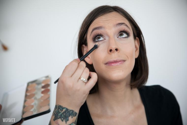 Egyébként a Rachel Hunter szépségtúrája című sorozattal készültünk rá az átváltozásra, amihez három ember munkája kellett.
