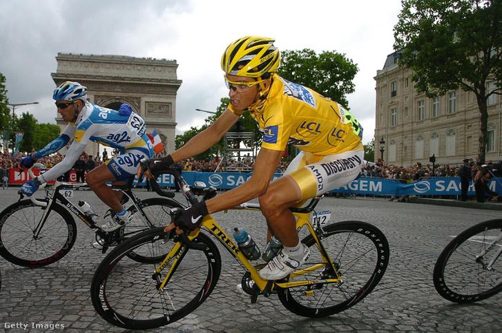 2007. július 29.                         Az összetettben élen állók sárga mezét viselő spanyol Alberto CONTADOR, a Discovery Channel csapatának versenyzője hajt a párizsi Champs-Élysées sugárúton a Tour de France francia kerékpáros körverseny 20., Marcoussis-Párizs közötti, utolsó szakaszának végén.