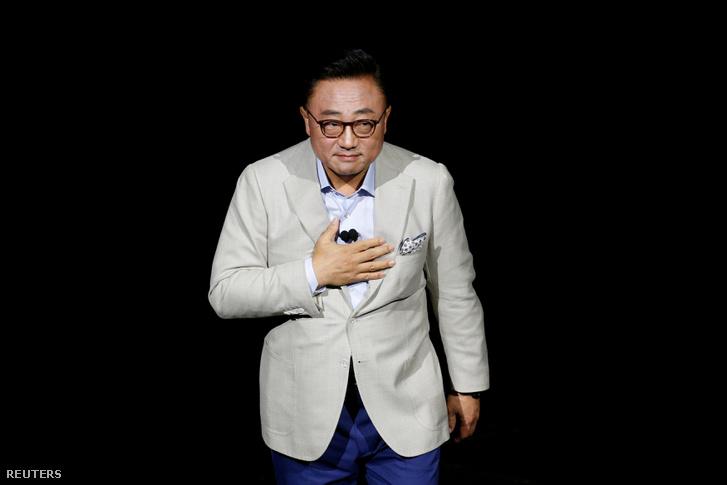 Nem a kijelző, csak Koh Dong-jin hajol meg a Galaxy Note 8 augusztus 23-ai New York-i premierjén.