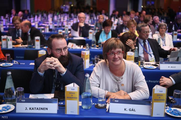 Gál Kinga fideszes európai parlamenti képviselõ az EPP alelnöke és Szájer József fideszes európai parlamenti képviselõ részt vesz az Európai Néppárt máltai kongresszusán Vallettában 2017. március 29-én.