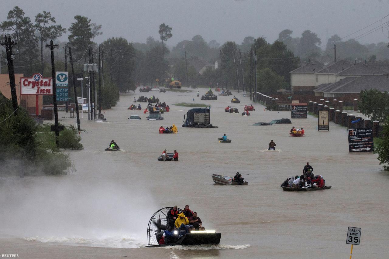 Így nézett ki Texas egyik utcája a Harvey pusztítása után.