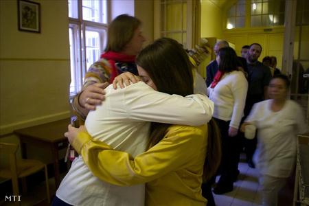 Az V. számú pszichiátriai osztály betegei ballagással búcsúznak az  Lipóttól 2007 decemberében(Fotó: Kollányi Péter)