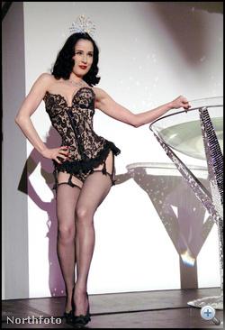 Vajon mit akar Von Teese kisasszony azzal a túlméretes martinispohárral?