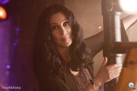 Cher burlesque közben is ugyanúgy néz ki