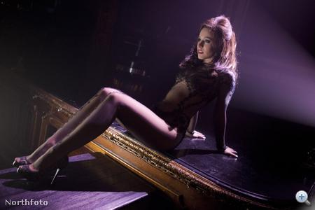 Kristen Bell a Burlesque című filmben Nikki szerepében
