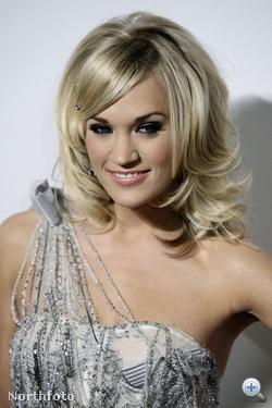 Carrie Underwood a Grammy díjkiosztóra sütötte be haját.