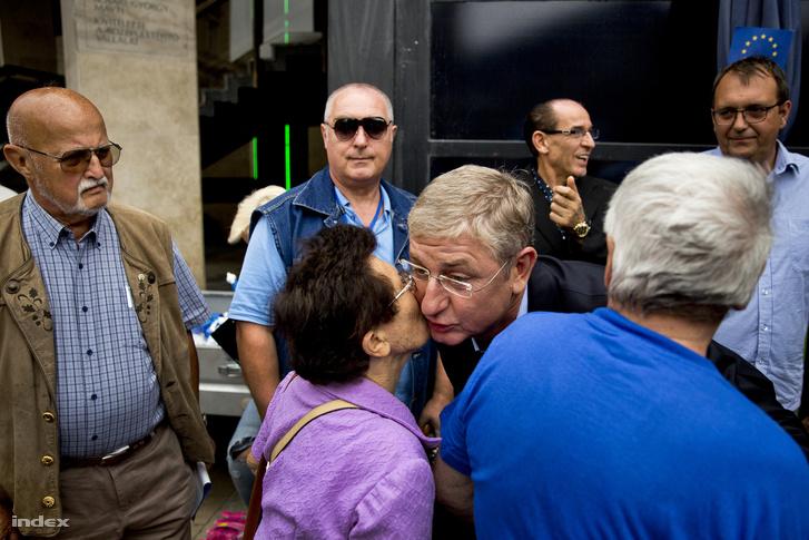 """Gyurcsány Ferenc támogatóival a DK, """"Orbán vagy Európa"""" - címmel meghirdetett őszi kampánynyitó nagygyűlésén a Nyugati téren 2017. szeptember 2-án"""