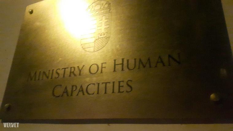 Emberi Kapacitások Minisztériuma?