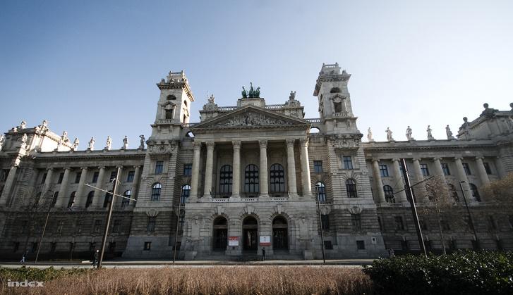 A Néprajzi Múzeum épülete a Kossuth téren