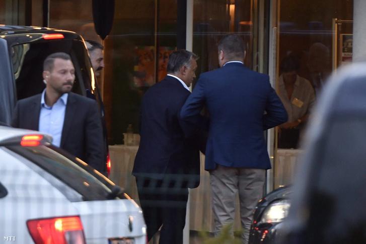 Orbán Viktor miniszterelnök (k) érkezik a Fidesz-KDNP frakciószövetség háromnapos kihelyezett ülésére a velencei Velence Resort & Spa szállodába 2017. szeptember 13-án.