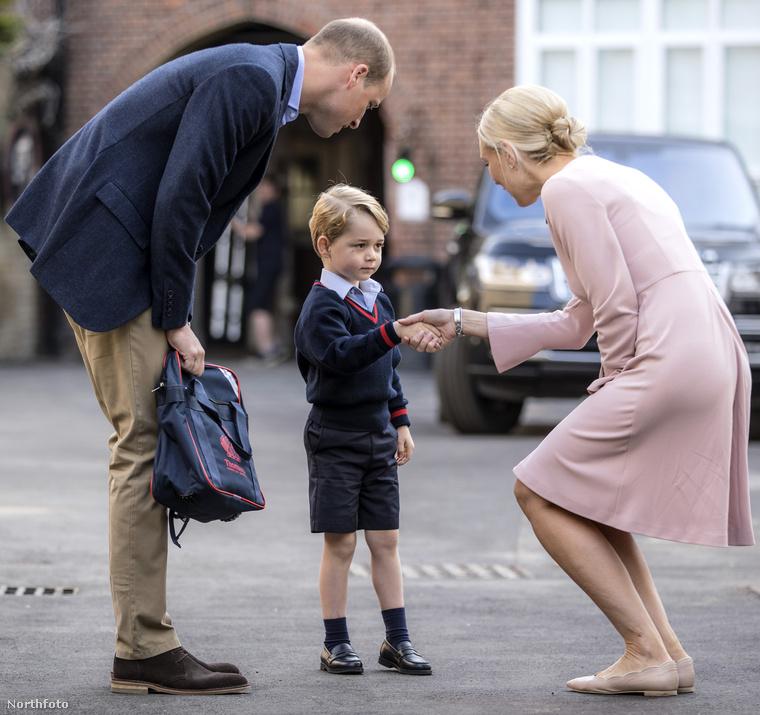 Persze a herceg az első napon kissé szkeptikusnak tűnt, de hát ki ne lett volna az? Reméljük, azért már szerzett néhány barátot.