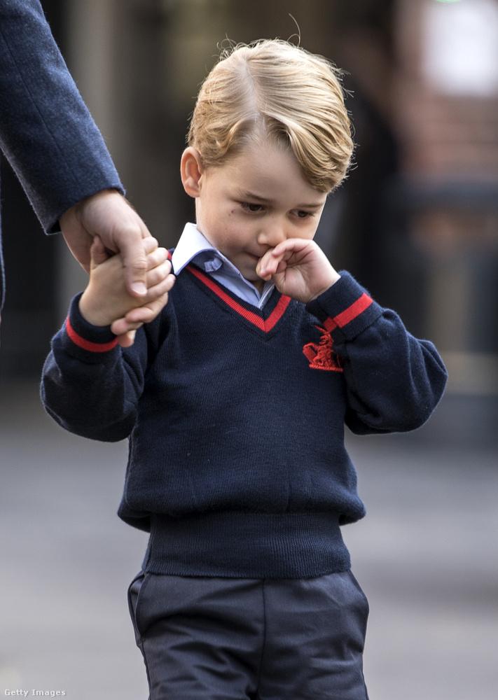 Akinek semmi baja nem esett, de szívesen nézegetünk róla képeket, ahogy talán önök is.A Kensington-palota megerősítette a biztonsági incidenstényét, de nem kívántak részletesebb felvilágosítást adni az esetről.