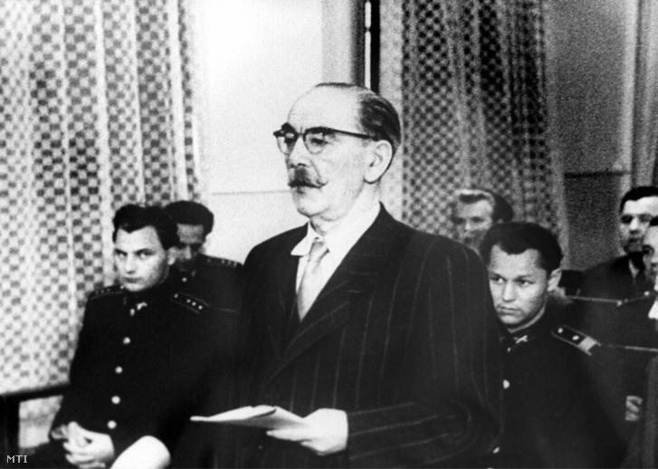 Nagy Imre miniszterelnök 1958. június 15-én, a halálos ítélet kihirdetését követően az utolsó szó jogán beszél a bíróság előtt