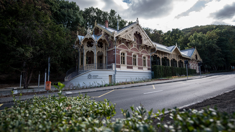 Gyönyörű, mint egy templom, pedig csak egy megálló