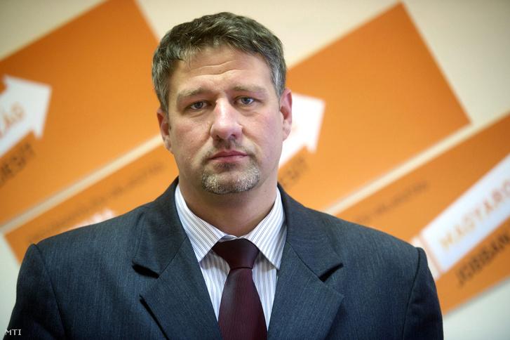 Simonka György orosházi jelölt a Fidesz-KDNP Békés megyei országgyûlési képviselõjelöltjeit bemutató sajtótájékoztatón Békéscsabán 2014. március 4-én.