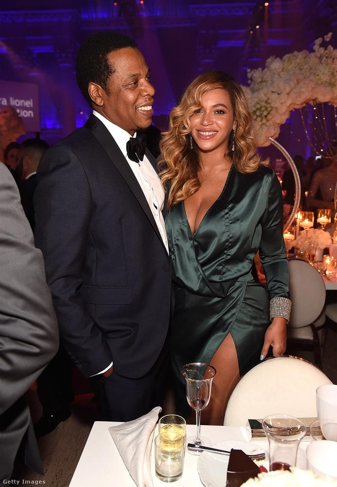 Az énekesnő elment Rihanna Diamond Ball nevű estjére.