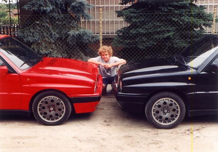 BLD és GEB egy fénykép erejéig összeállt. A piros masina legalább két centivel lejjebb volt. Bevallom, az bizony flexelés eredménye volt