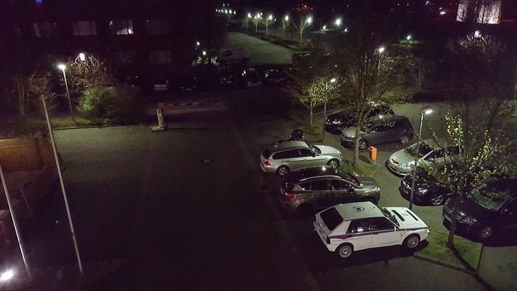 A szálloda ablakából pont Giugiaro egyik dobozforma melója látható. Az első éjszakát még a külső parkolóban töltötte, nagyon mérges voltam rá. Pedig én tehetek az egészről. Tény, hogy a forma eléggé kitűnik a modern világ négykerekűi közül