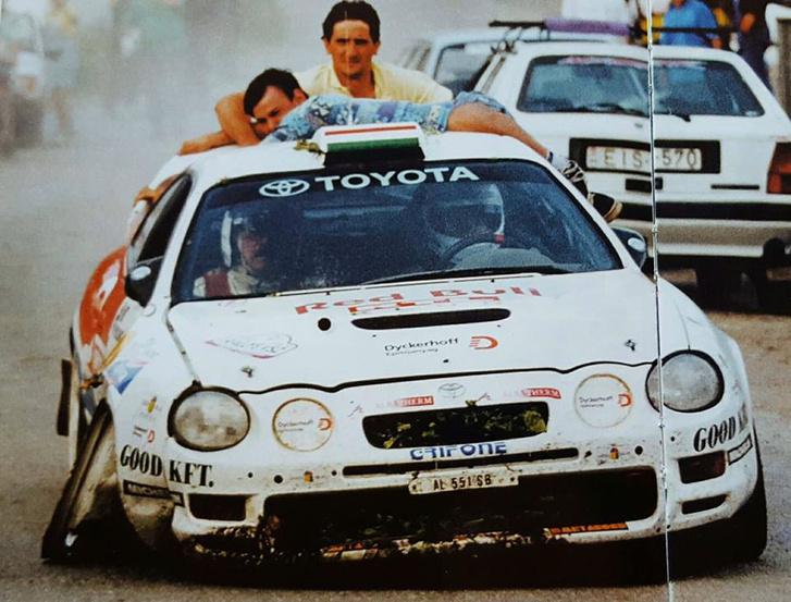 1998 - A Celica három keréken vonszolja magát a szervizparkig, a háttérben pedig az a kis fehér Turbo ds látható, amelyik most Evoluzione gúnyában itt áll a garázsomban