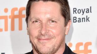 Mégis mi történik Christian Bale arcával?