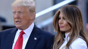 Donald Trump még mindig nem tudja, hogy illik hozzáérni a feleségéhez