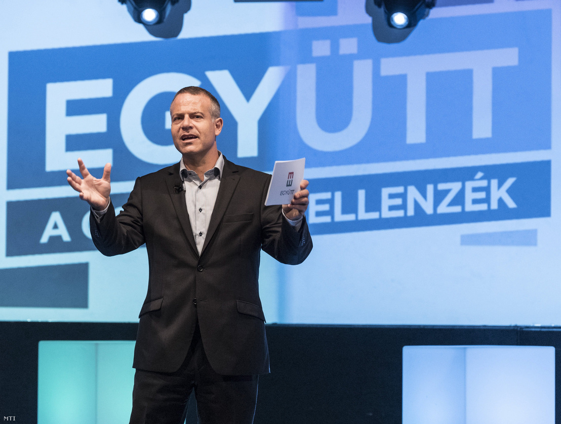 Juhász Péter az Együtt elnöke a párt választási programját bemutató budapesti rendezvényen