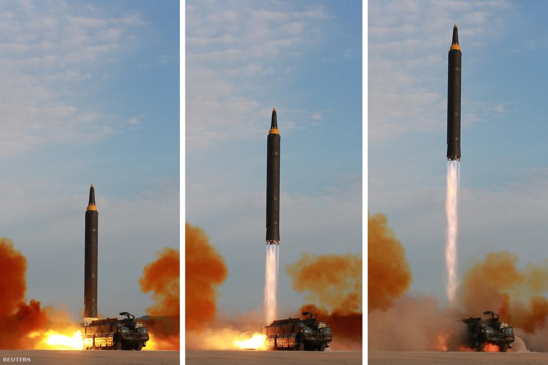 Észak-Korea hivatalos hírügynöksége szeptember 16-án, szombaton adta ki ezt a képsort az ország Hvaszong-12-es ballisztikus rakétájának kilövéséről