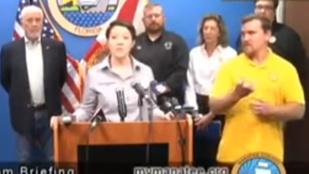 Pizzát, szörnyeket és medvét emlegetett az Irma hurrikán veszélyeiről beszámoló jeltolmács