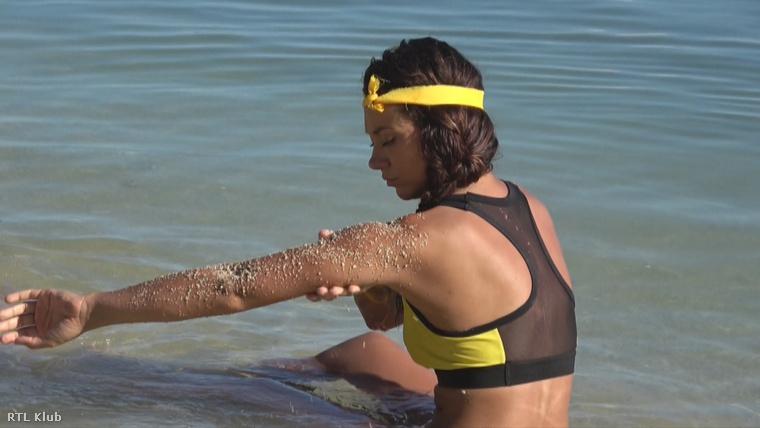 A lányok a bőrápoláshoz homokot használtak radírként, rendszeresen átmasszírozták a bőrüket.