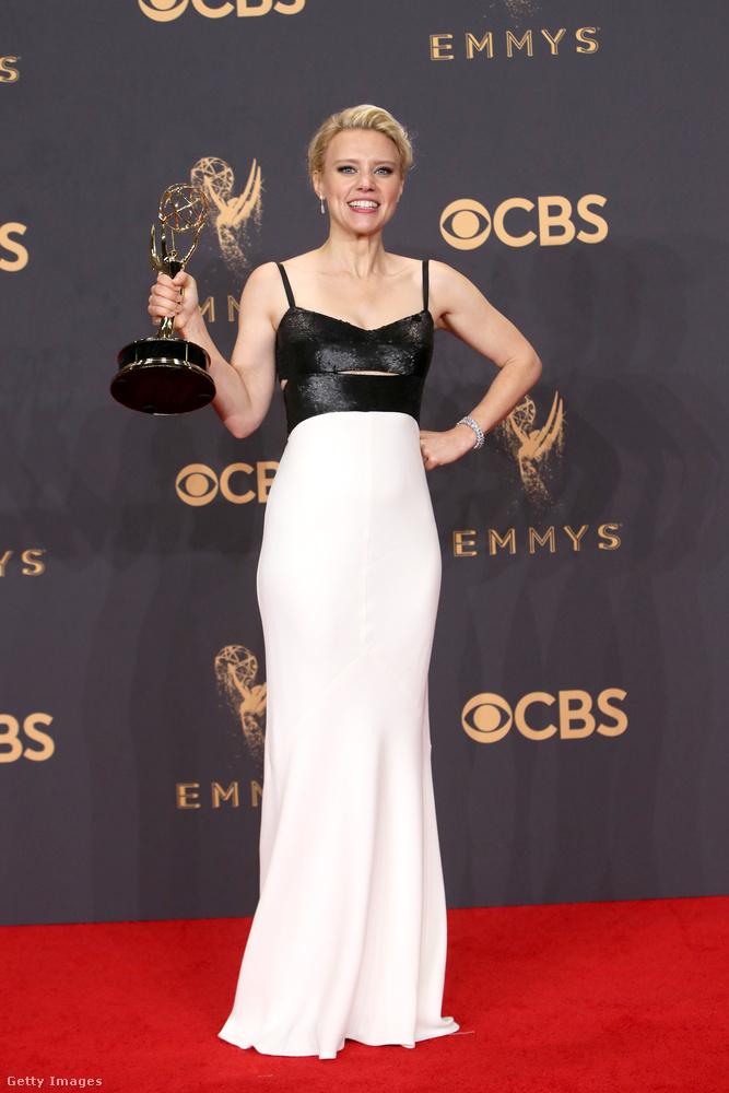 Kate McKinnon a Saturday Night Live-ban szokott vicces lenni, de annyira, hogy most kapott is érte egy díjat